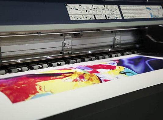Nadruki na tkaninach jako forma reklamy